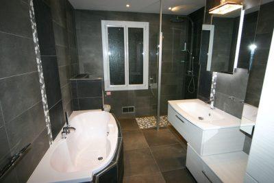 aménagement salle de bain avec baignoire