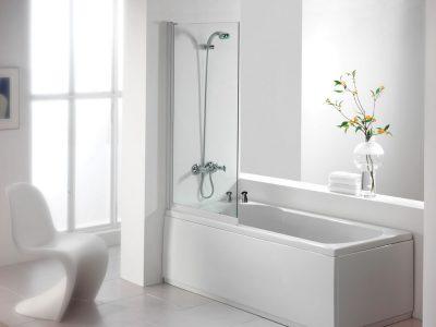baignoire dans la salle de bain
