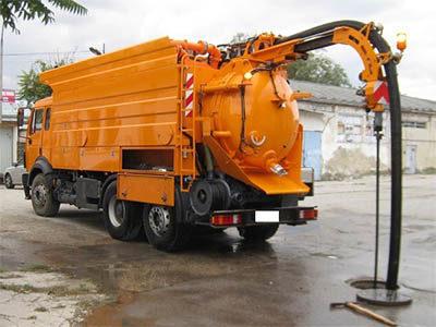 Débouchage canalisation égout avec un camion hydrocureur
