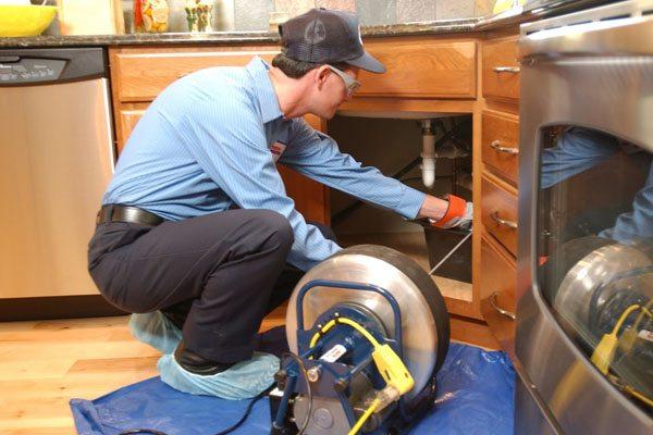 débouchage évier avec un furet électrique