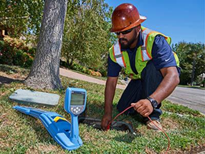 Recherche une canalisation enterrée avec un détecteur de canalisations