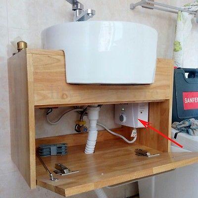 Le chauffe eau est placé sous le lavabo