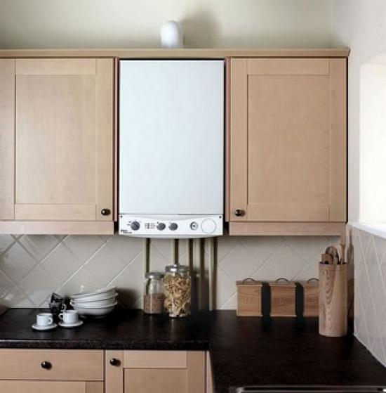 La mise en place de la chaudière dans la cuisine