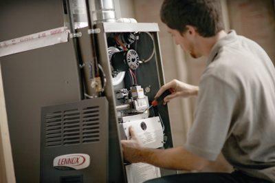 plombier chauffagiste qui répare le chauffage